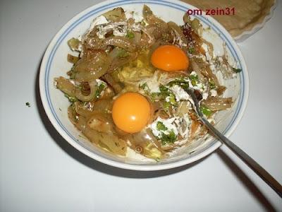 طريقة تحضير كيش البصل والبيض بالصور
