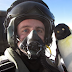 Keliling Dunia Bawa Boneka, Pria ini Bawa Boneka Penguin Sang Pacar Terbang