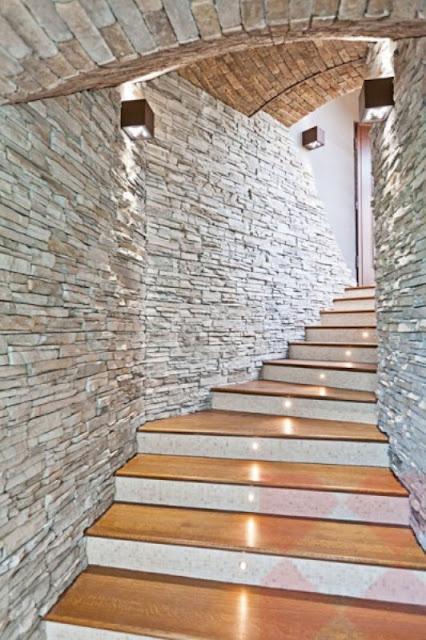 Decoración en la zona de las escaleras
