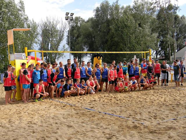 Rozgrywane były zawody w siatkówce plażowej.