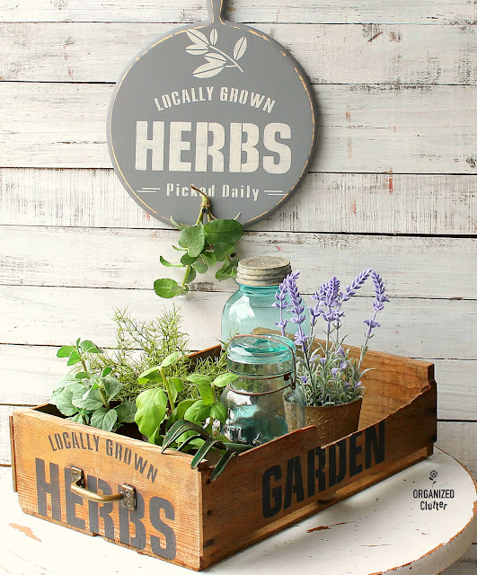 Thrifted Cutting Board & Crate DIY Stenciled Decor #Cuttingboard #upcycle #stencil #oldsignstencils #herbs #herbsign #stenciledcrate