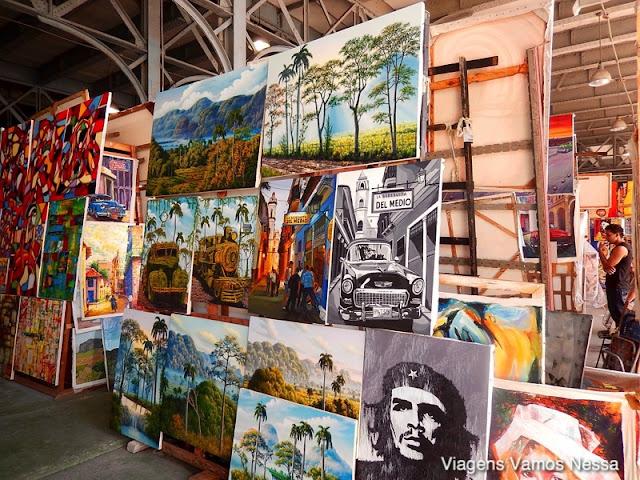 Pinturas a venda no Mercado San José, Havana, Cuba