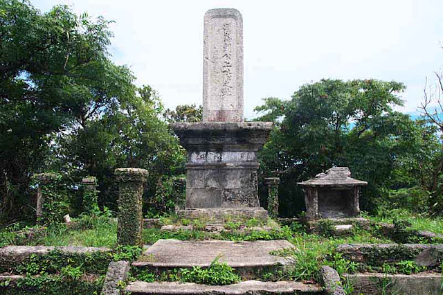 Minamoto Tametomo Monument, frontal view