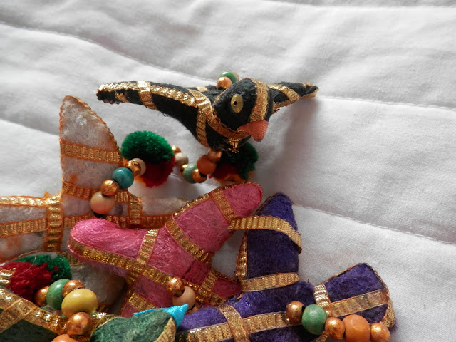 Bird garland rescued from a bin! secondhandsusie.blogspot.co.uk #ecoblogger #greenblogger #secondhand