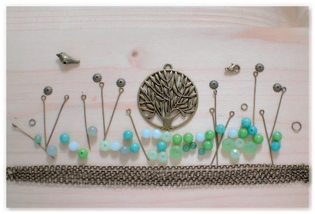 jardin zen réalisé avec breloques, perles et apprêts à bijoux