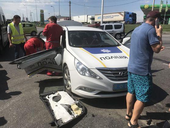 У Вінниці автомобіль патрульної поліції спровокував ДТП, є постраждалі - відео