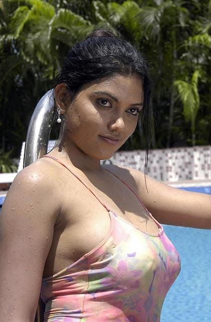 Bollywood Heroine Move Bathing Naked Photo Albome