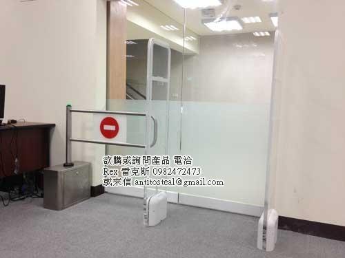 人員管制閘門