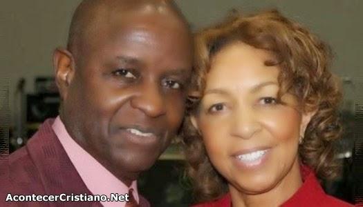 Pastor confiesa cometió adulterio