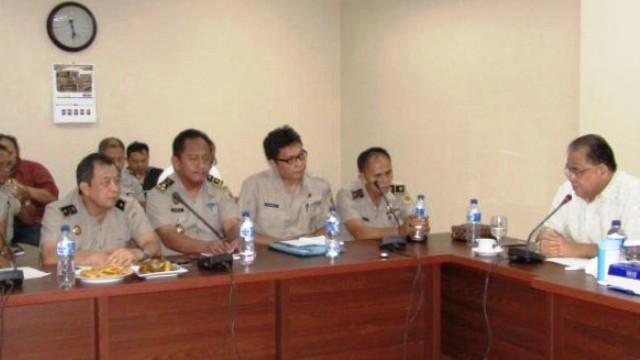 Wakil Ketua DPRD Sulut, Stefanus Vreeke Runtu, bersama pejabat BPN Kanwil Sulawesi Utara