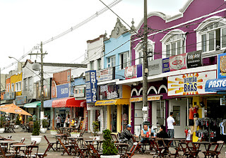 Centro histórico, em Itanhaém: uma praça de alimentação ao ar livre