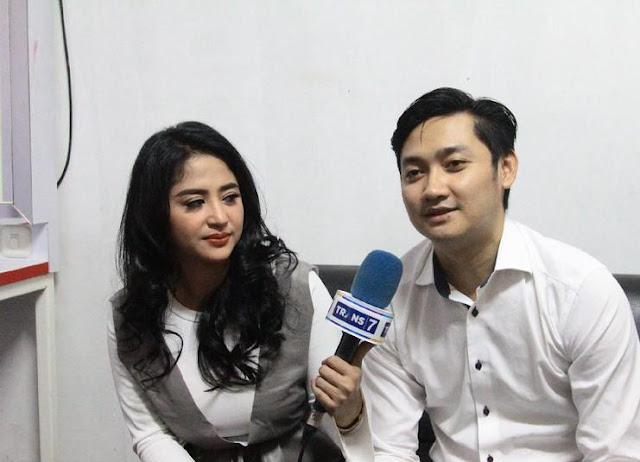Road Manajer Nyatakan Cinta, Dewi Persik: Enak Ajah Enam Bulan Dapetin DP!