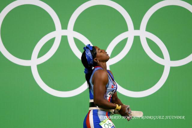 Marina de la Caridad Rodríguez Mitján  de Cuba, compite en la categoría de 63  Kg del levantamiento de pesas (femenino) de los Juegos Olímpicos de Río de Janeiro, en el Pabellón 2 , en Riocentro,  en Barra de Tijuca, Brasil, el 9 de agosto de 2016.