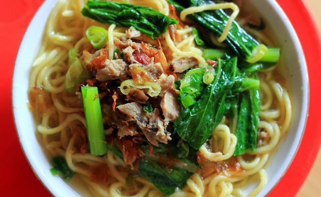 Xvlor.com Mie cakalang or skipjack tuna noodle is dish by Manadolese