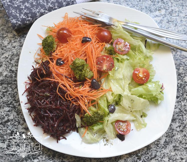 Uma salada saudável e completa, para você fazer, vender e faturar! Com a embalagem da Galvanotek