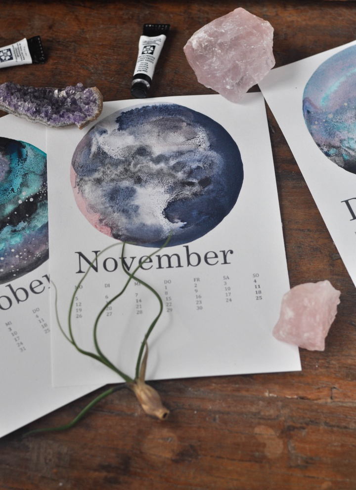 DIY Calendar with watercolor galaxies and moons, easy to make and oh-so beautiful!