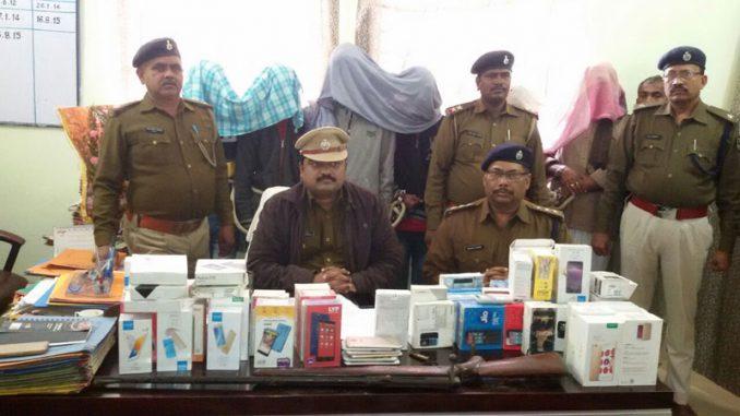 नालंदा : चोरी के 66 मोबाइल के साथ छह गिरफ्तार