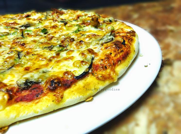 Chicken Tikka Masala Pizza Recipe - Hungry for Goodies