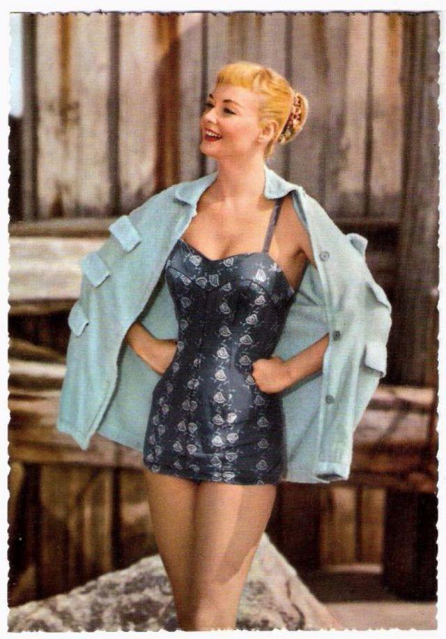 vintage swimwear revisited 69 glamorous postcards show. Black Bedroom Furniture Sets. Home Design Ideas