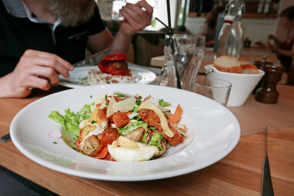 Photo de la salade Cesar de la Cantine des Quatrans à Caen