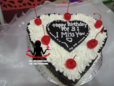 Kue tart black forest bentuk love dari Bali untuk yang di Waru Sidoarjo