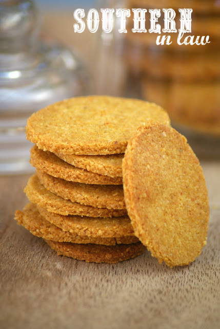 Healthy Homemade Vegan Cheesy Crackers Recipe - Grain Free Cheez-Its and Goldfish Crackers Copycat Replacement - low carb, clean eating recipe, dairy free, egg free, sugar free