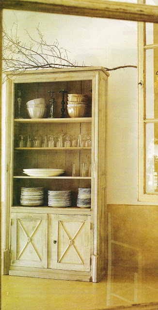 kitchen storage, unknown source, edited by lb for linenandlavender.net, post: http://www.linenandlavender.net/2009/07/heart-of-home.html