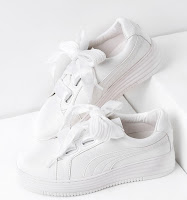 http://fr.shein.com/White-Lace-Up-Faux-Leather-Sneakers-p-346239-cat-1913.html