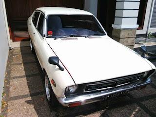LAPAK SEDAN KLASIK JEPANG : Dijual Datsun 120Y Tahun 78 Retro Abis - BEKASI