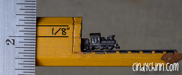 01-Pencil-Lead-Train-Scale-Cindy-Chinn-Miniature-Carvings-of-Pencil-Graphite-www-designstack-co