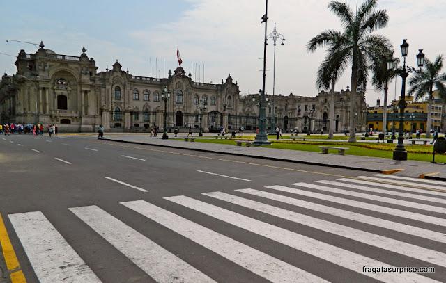 Casa de Pizarro, o Palácio Presidencial, na Praça de Armas de LIma, Peru