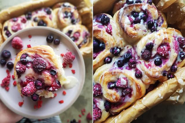 Fruchtige Hefeschnecken mit Beeren- und Quarkfüllung
