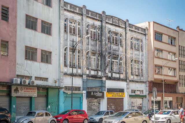Um prédio, duas fachadas