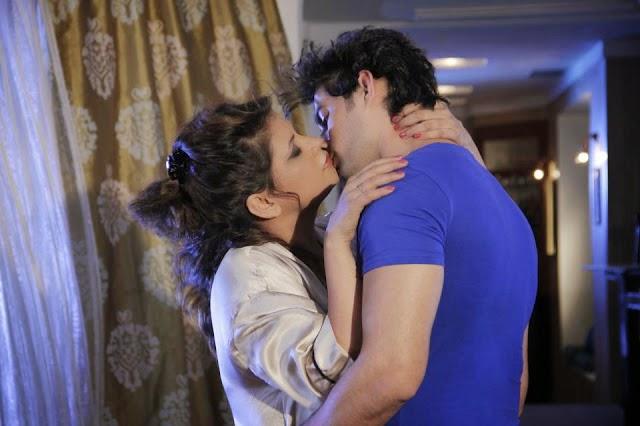 Sapna Kissing Pics