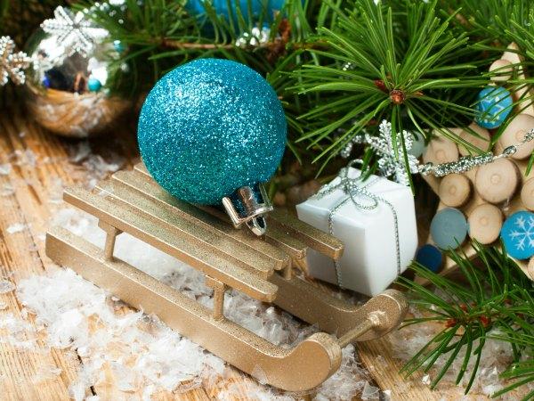 19 ideas de bricolaje para adornar tu casa en navidad for Arbol navidad turquesa