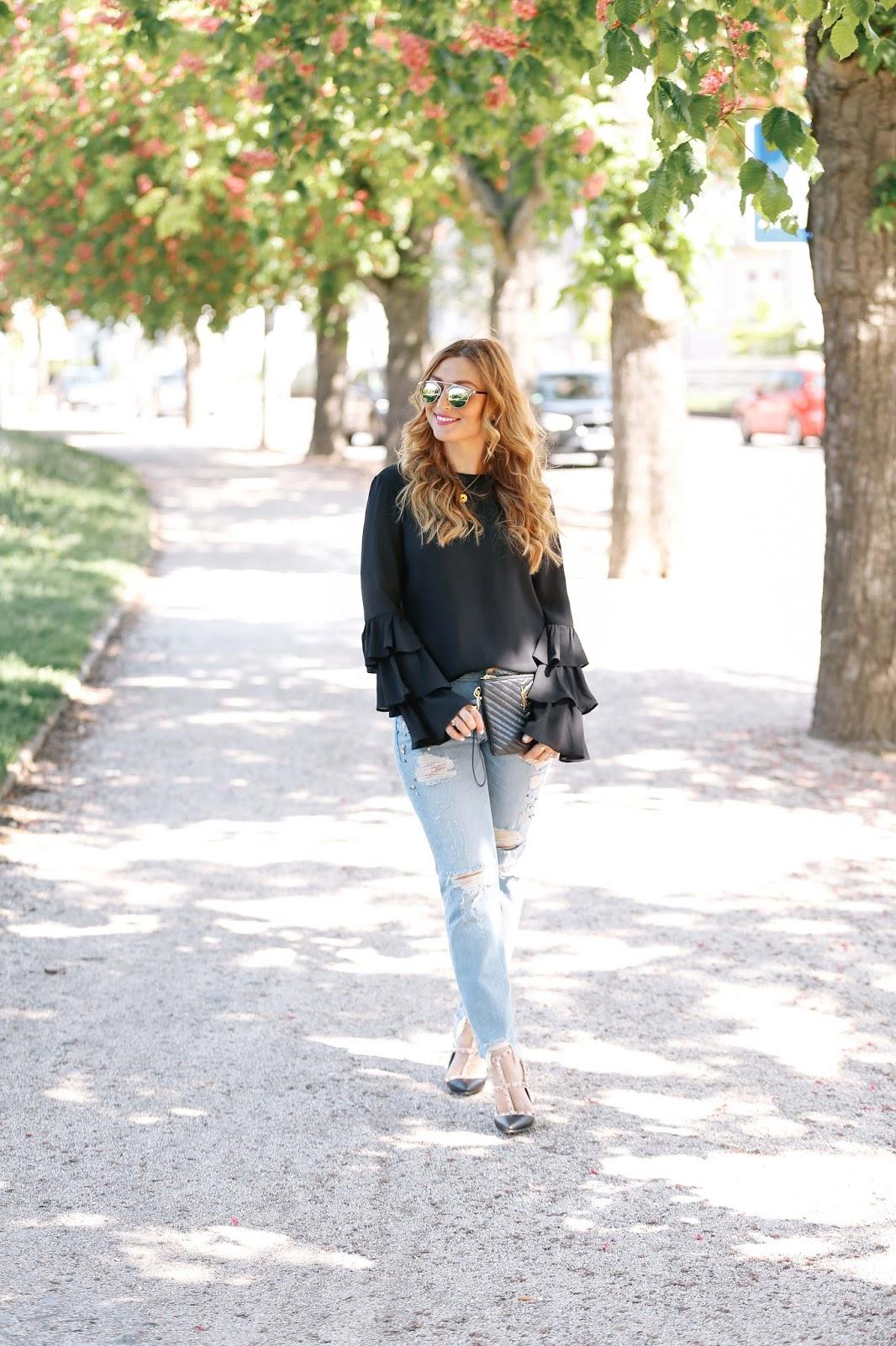 volant Bluse-blogger-us-deutschland-deutsche-fashionblogger-valentino-lookalike-ivyrevel-bluse-fashionstylebyjohanna-jeans-mit-perlen
