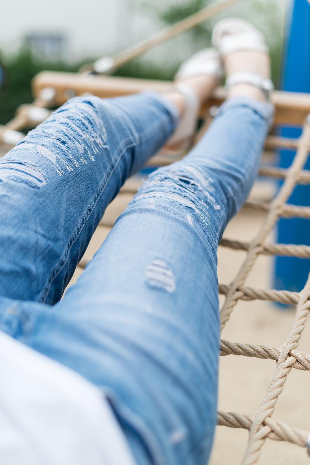 Modeblog-Deutschland-Deutsche-Mode-Mode-Influencer-Andrea-Funk-andysparkles-Berlin-Rheinufer-T-Shirt-Startnext_EMU-Sandalen-Marc-Aurel-Fashion-Jeans-Casual-Look