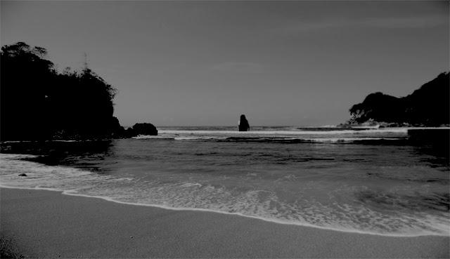 Suara mbak-mbak dari Tengah Pantai