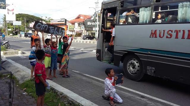 """Cerita Haru Pak Sopir dibalik Klakson Bus """"Om Telolet Om"""""""