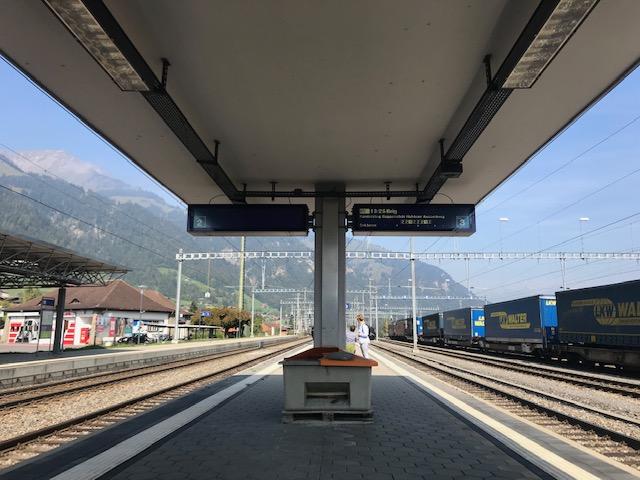 スイス・フルーティゲンの駅のホーム
