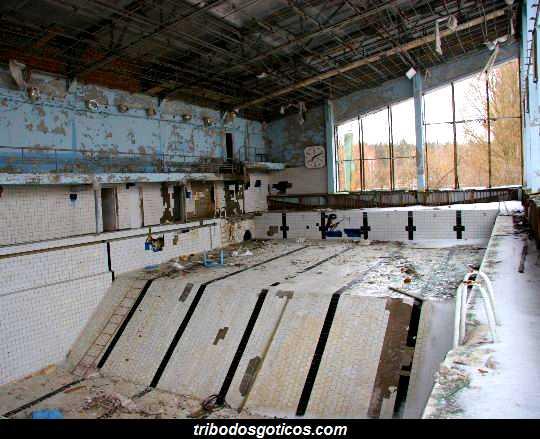 piscina destruida abandonada fantasma