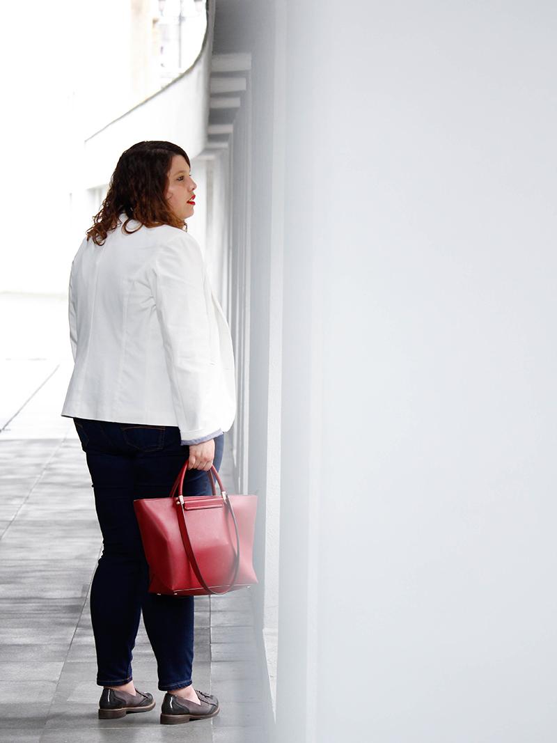 Collage of Style - Outfit con americana blanca y jeans - Por Almudena Duran IIV