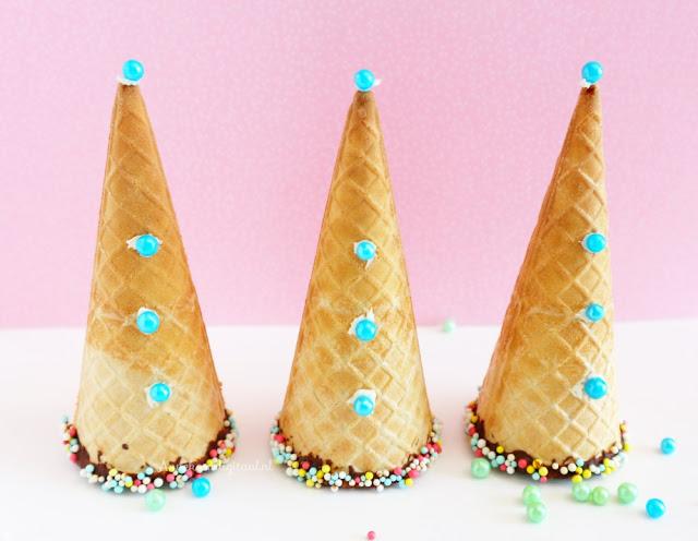traktatie feesthoedjes, ijshoorntjes traktatie, makkelijke traktatie, traktatie zelf maken, traktatie met ijshoorntjes, bumba traktatie, traktatie bumba, leuke traktatie, traktatie feesthoedjes, feesthoedjes traktatie, traktatie met sprinkles, traktatie met marshmallow