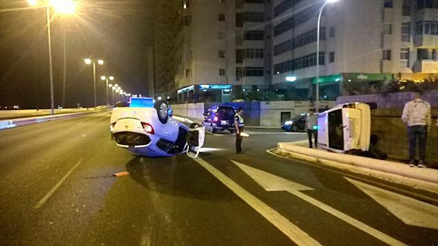 accidente Vuelco dos coches Avenida Marítima Las Palmas de Gran Canaria
