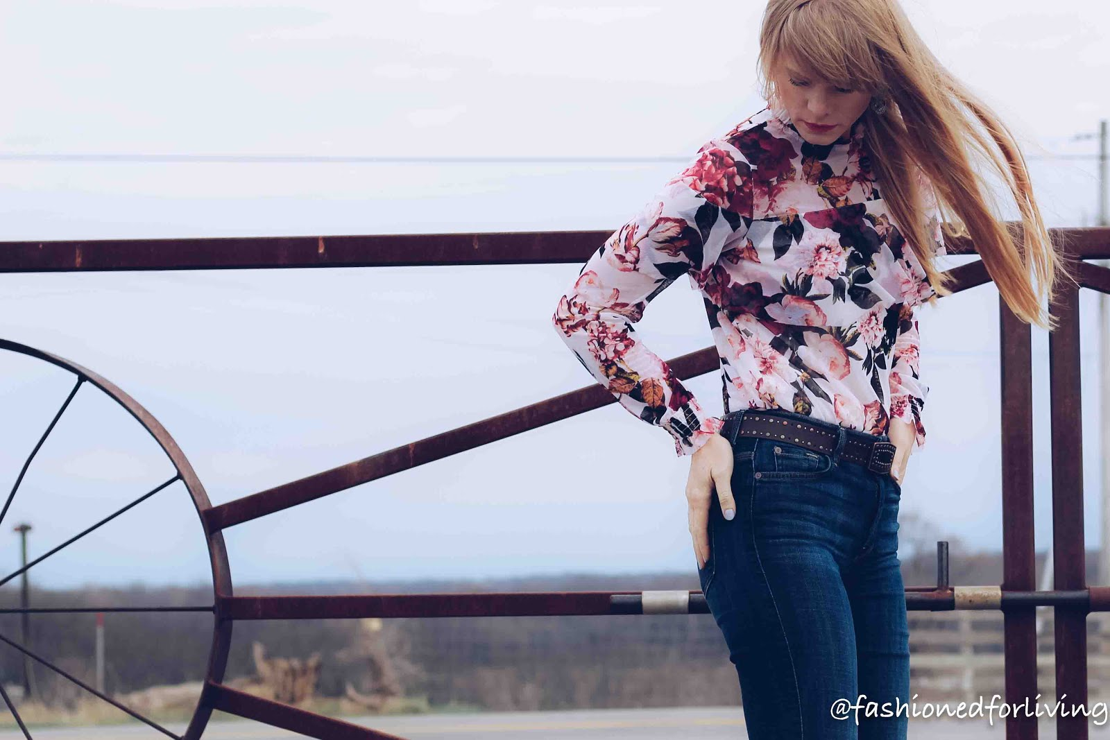 floral top and trouser jeans outfits. 7forallmankind jeans
