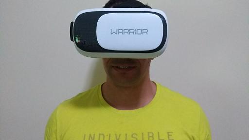 Eu me divertindo com os óculos VR da Multilaser
