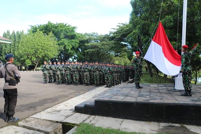 Pelihara Sinergitas TNI-POLRI, Gelar Upacara Bendera Bulanan Provinsi Banten Di Mako Group 1 Kopasus