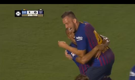 Choáng với bàn thắng ra mắt Barca của tân binh Arthur