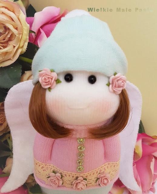skarpetkowa lalka, skarpetkowe lalki, lalki uszyte ze skarpetki, zabawki ze skarpetki, lalki ręcznie szyte, skansen w Klukach, lalki ludowe, polskie lalki ludowe, polski strój ludowy, ludowe lalki ręcznie szyte, polska sztuka ludowa, folklor, polski folklor, ludowe skarpetki, sock doll, sock dolls, dolls sewn from socks, toys from socks, hand-sewn dolls, open-air museum in Kluki, folk dolls, Polish folk dolls, Polish folk costume, folk hand-sewn dolls, Polish folk art, folklore, Polish folklore, folk socks, куклы-носки, куклы, сшитые из носков, игрушки из носков, куклы ручной работы, музей под открытым небом в Клюки, народные куклы, польские народные куклы, польский народный костюм, народные ручные куклы, польское народное искусство, фольклор, польский фольклор, народные носки, calcetín, muñecos, muñecos cosidos, calcetines, muñecos cosidos a mano, museo al aire libre en Kluki, muñecas populares, muñecas populares polacas, trajes populares polacos, muñecos cosidos a mano, arte popular polaco, folklore, folclore polaco, calcetines populares, poupées chaussettes, poupées chaussettes, poupées cousues, chaussettes, poupées cousues à la main, musée en plein air à Kluki, poupées folkloriques, poupées folkloriques polonaises, costumes folkloriques polonais, poupées folkloriques cousues à la main, folklorique polonais, folklore, folklore polonais, chaussettes folkloriques, róże, anioł, pastelowy anioł, różany ogród,  roses, angel, pastel angel, rose garden, garden, hand-sewn angel, hand-made angel, розы, ангел, пастельный ангел, розарий, сад, сшитый рукой ангел, ангел ручной работы,rosas, ángel, ángel en colores pastel, jardín de rosas, jardín, ángel cosido a mano, ángel hecho a mano