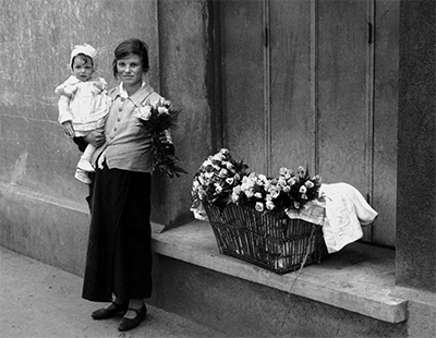http://kvetchlandia.tumblr.com/post/146741838458/fred-stein-selling-flowers-paris-1939